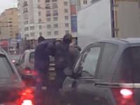 Драка между водителем BMW и Renault
