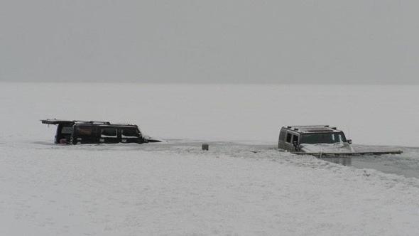 hummers провалился под лед