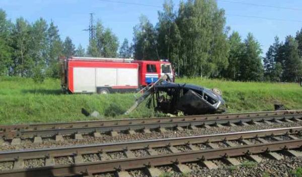Авария Volkswagen Golf и скорого поезда