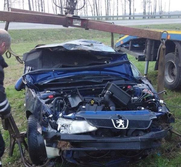 Эвакуация автомоибеля Peugeot краном