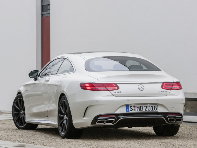 Задний вид Mercedes-Benz S Coupe 63