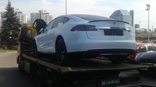 Эвакуация полноприводной Tesla Model S P85D