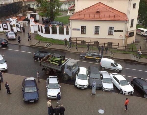 маз протаранил восемь автомобилей в центре минска