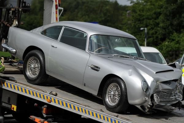 эвакуация Aston Martin DB5