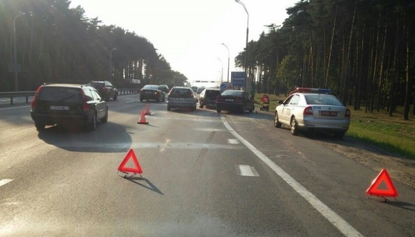 три машины повреждены на мкад